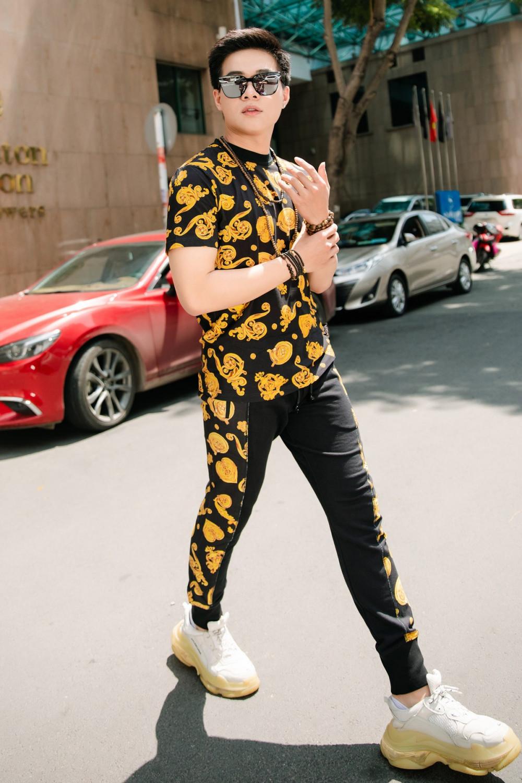 Kha Vũ hiện đang là sinh viên của Trường Đại học Sân khấu Điện ảnh, từng tham dự nhiều show thời trang trong và ngoài nước. Nam người mẫu được xem nhân tố tiềm năng của những TVC quảng cáo, chụp lookbook cho các thương hiệu thời trang nam trong thời gian tới.