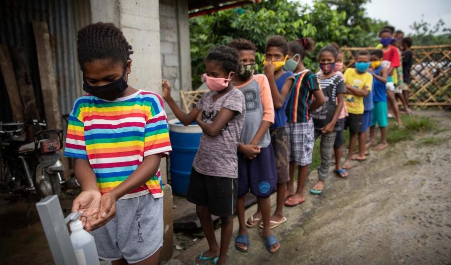 Khi dịch bệnh khiến trường học đóng cửa, phần lớn học sinh tại Philippines chuyển sang học trực tuyến. Nhưng điều đó là bất kah3 thi đối với các em nhỏ từ dân tộc Aeta.
