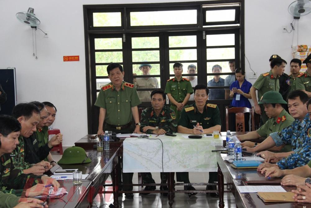 Thứ trưởng Nguyễn Văn Sơn yêu cầu các lực lượng trực thuộc Bộ Công an có mặt tại tỉnh Thừa Thiên Huế khẩn trương triển khai biện pháp hỗ trợ công tác cứu h