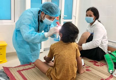 Nhiều bệnh nhi đang được theo dõi, điều trị vì nhiễm bệnh bạch hầu