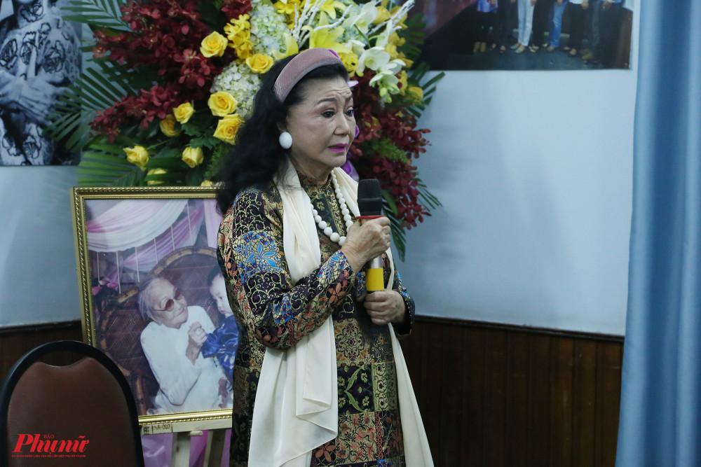 NSND Kim Cương trong buổi khai mạc triển lãm ảnh về cố NSND Bảy Nam sáng 15/10