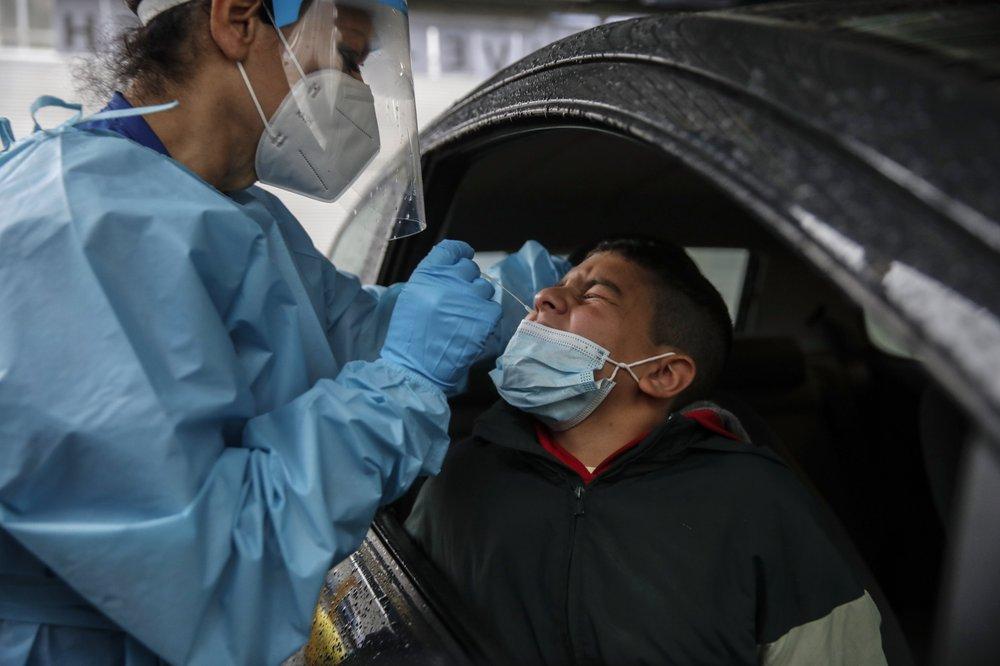 Châu Aayu tăng cường xét nghiệm COVID-19 khi số ca nhiễm mới virus tăng cao kỷ lục.