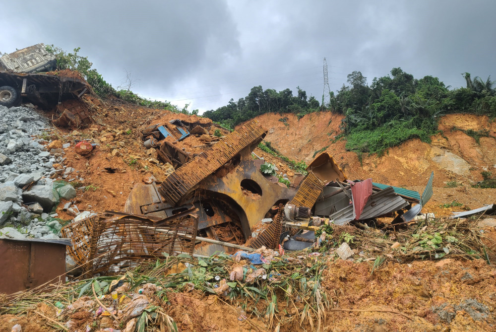 Hiện trường vụ sạt lở khiến 17 người của thủy điện Rào Trăng 3 mất tích và tử vong hiện có hàng trăm nghìn khối đất đá