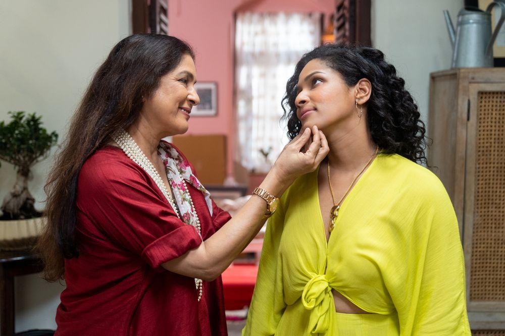 Neena và Masaba Gupta trong 'Masaba Masaba.