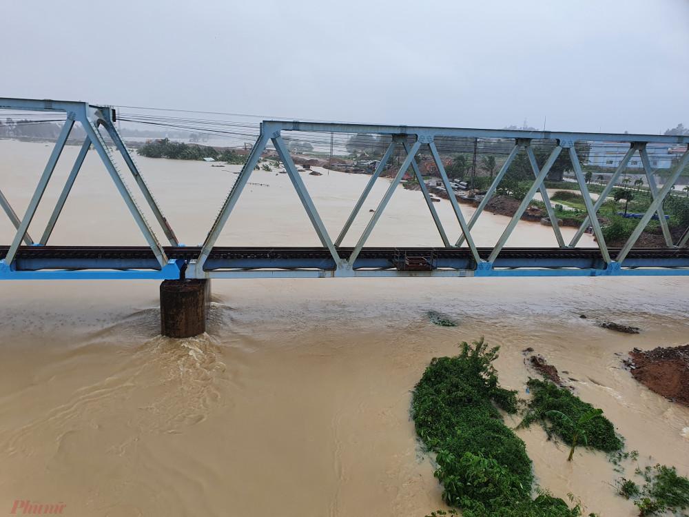 Liên tục mưa lũ kéo dài, Đà Nẵng đề nghị các địa phương đề phòng tình trạng sạt lở đất
