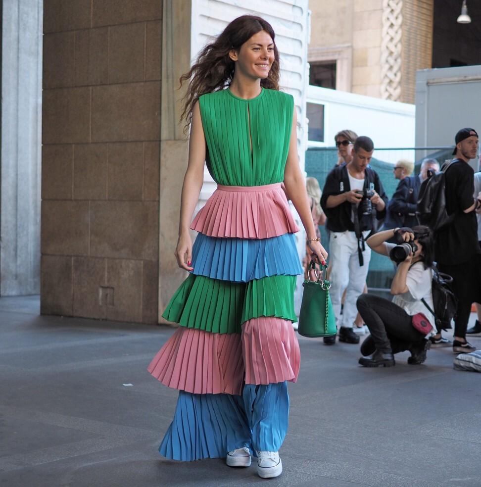 Nhà thiết kế Sara Battaglia mặc đồ đôi trong Tuần lễ thời trang Milan năm 2018. Ảnh: Shutterstock