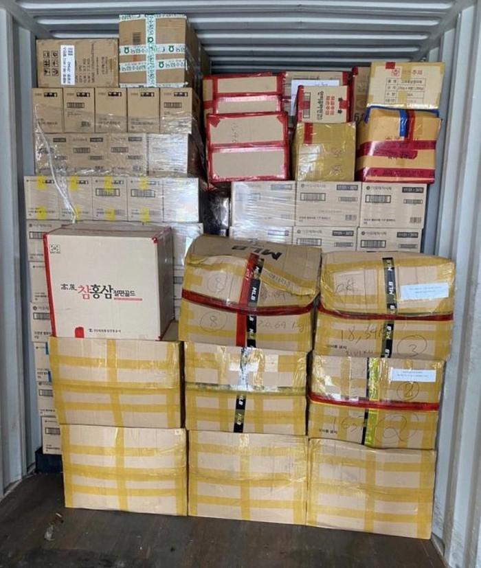 Hải quan phát hiện lô mỹ phẩm nhập lậu từ Hàn Quốc tại cảng Cát Lái.