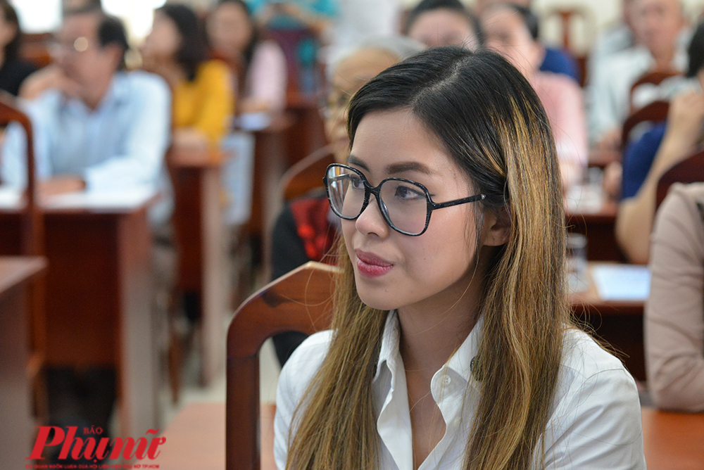 Thảo Tiên – con gái doanh nhân Johnathan Hạnh Nguyễn đại diện gia đình đến quyên góp