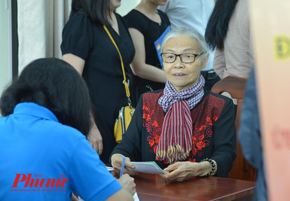 Nữ chiến sĩ biệt động Sài Gòn Lê Thị Nhân lấy trọn tiền lương hưu để giúp đỡ đồng bào miền Trung