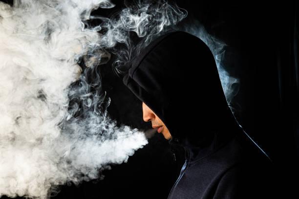 Dù được cho là trông phong trần, lãng tử hơn nhưng thói quen hút thuốc của đàn ông không được phụ nữ ủng hộ (ảnh minh hoạ)