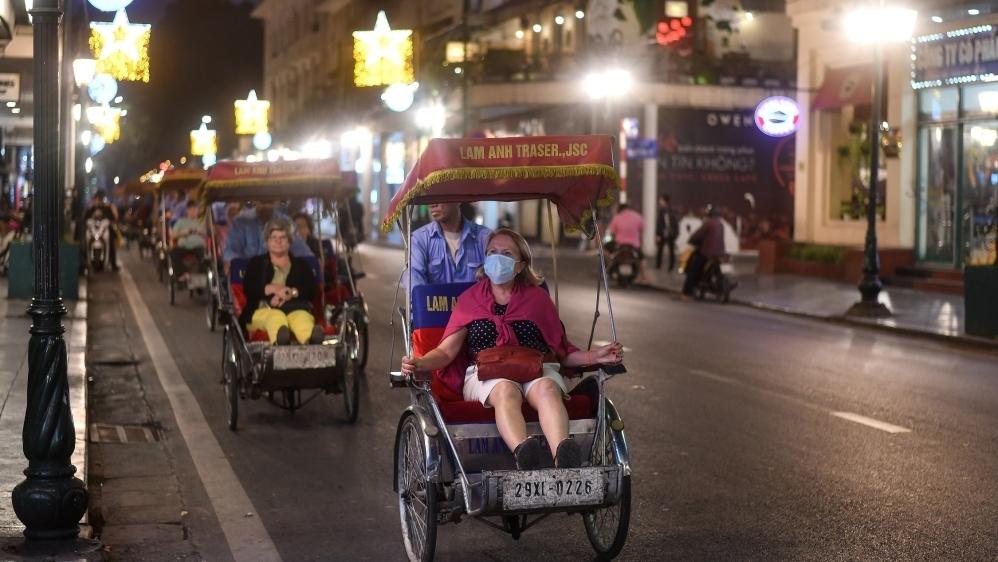 Du khách nước ngoài cho biết, họ cảm thấy an toàn khi ở Việt Nam kể cả trong thời điểm dịch bệnh hiện nay - Ảnh: Manan Vatsyayana/AFP