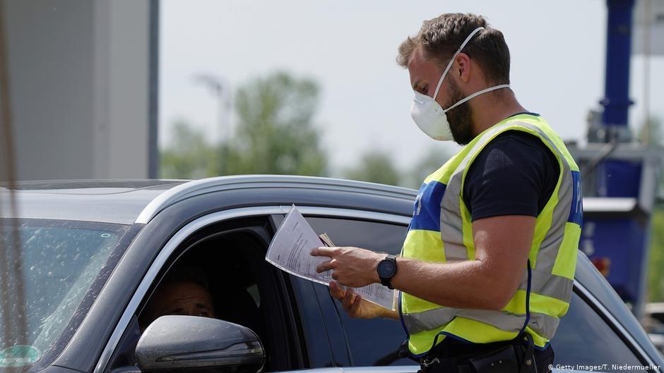 Các biện pháp hạn chế đang được áp dụng khắp các nước châu Âu - Ảnh: Getty Images