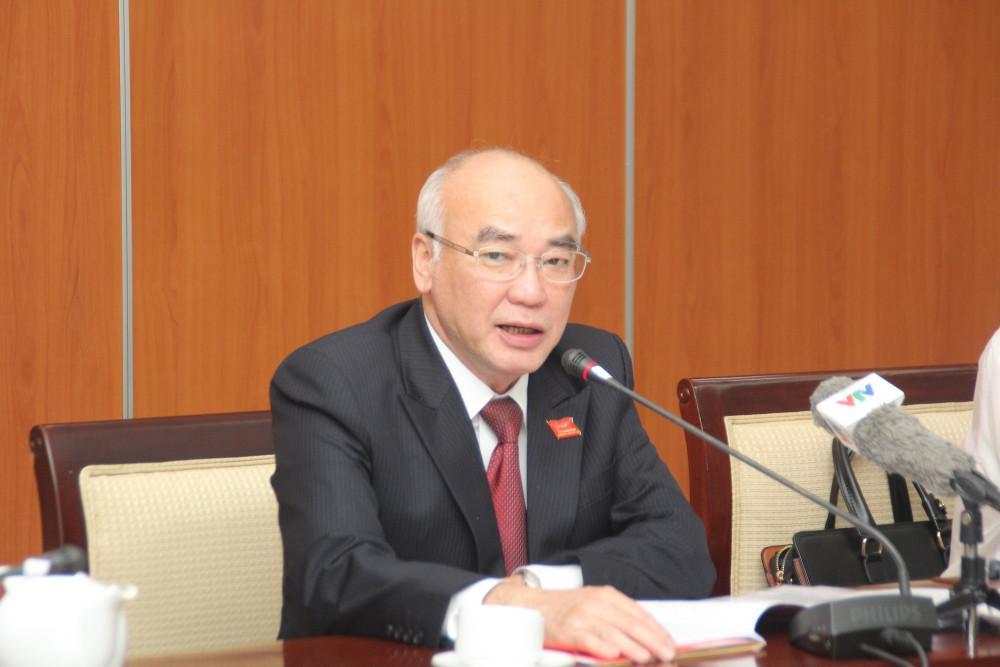 Ông Phan Nguyễn Như Khuê thông báo về kết quả Hội nghị lần 1 Ban Chấp hành Đảng bộ TPHCM khóa XI