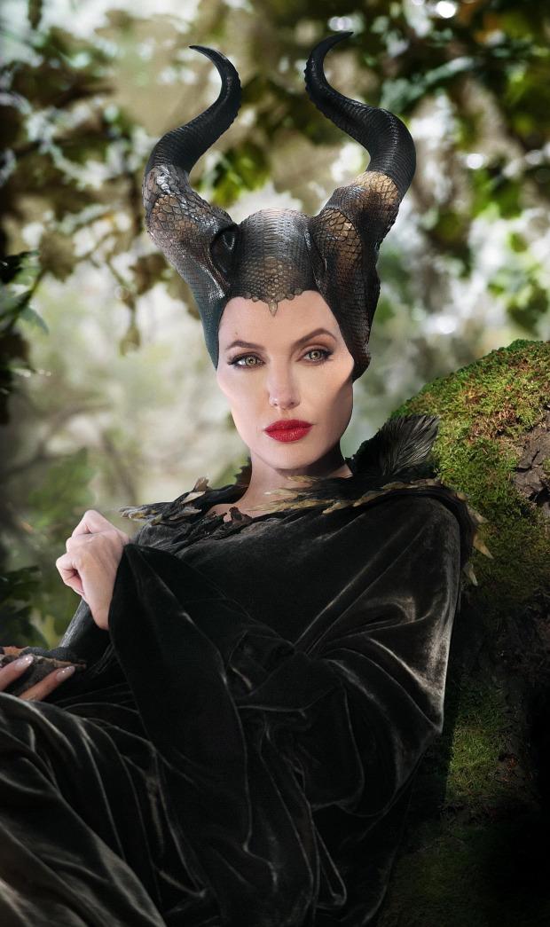 Anglina Jolie với tạo hình trong