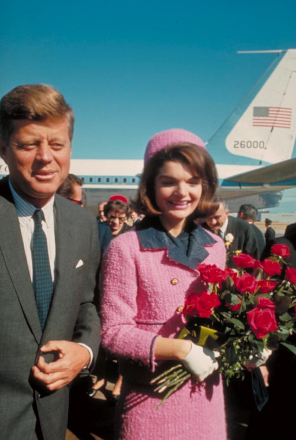 Ảnh chụp vợ chồng nhà Kennedy chỉ vài giờ trước vụ ám sát