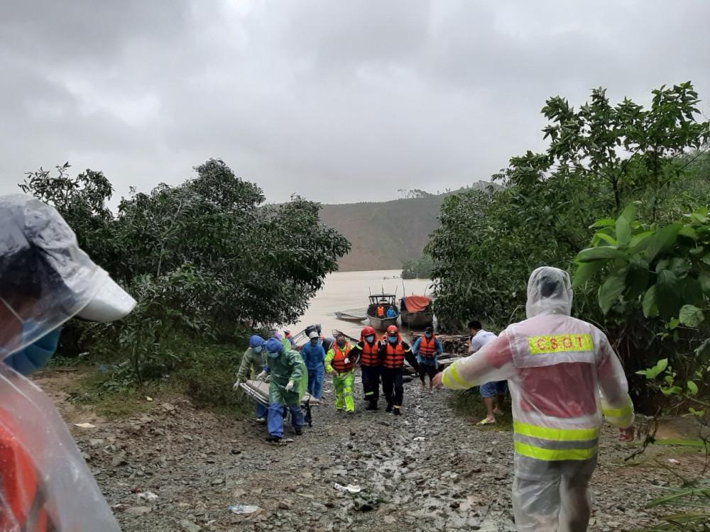 Trong ngày 17/10, khu vực huyện Phong Điền mưa vẫn to, nước sông lên cao, chảy xiết