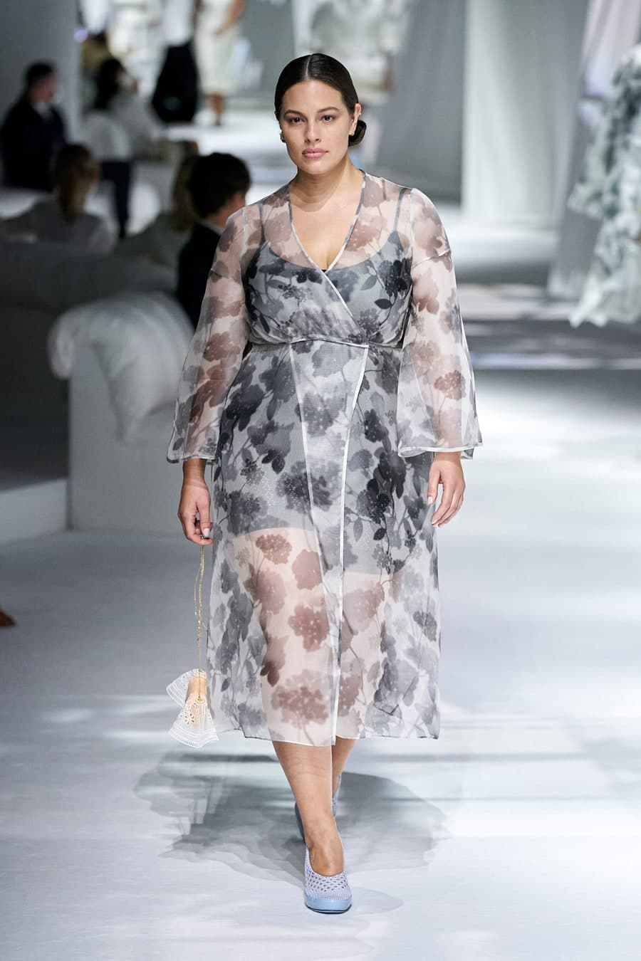 Ashley Graham tái xuất trên sàn diễn của Fendi hồi cuối tháng 9 sau khi sinh con đầu lòng. Ashley Graham là gương mặt tiên phong để khẳng định vị trí của người mẫu ngoại cỡ trong làng mốt. Cô cho rằng phụ nữ dù có vẻ ngoài ra sao cũng xứng đáng có được chỗ đứng nếu nỗ lực. Ashley Graham còn thành công với vai trò MC.