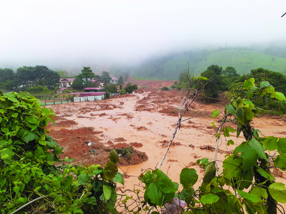 Khu vực vào doanh trại Đoàn kinh tế quốc phòng 337 bị sạt lở nghiêm trọng - Ảnh: Vĩnh Phan