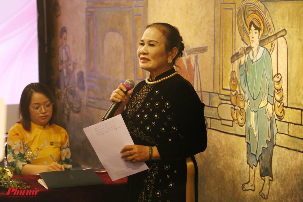 Nghệ nhân ưu tú Hồng Oanh đề xuất hướng dẫn viên du lịch Việt Nam cần trang bị áo dài và học hát dân ca ba miền để góp phần truyền tải giá trị của áo dài và nghệ thuật Việt đến khách trong nước, quốc tế
