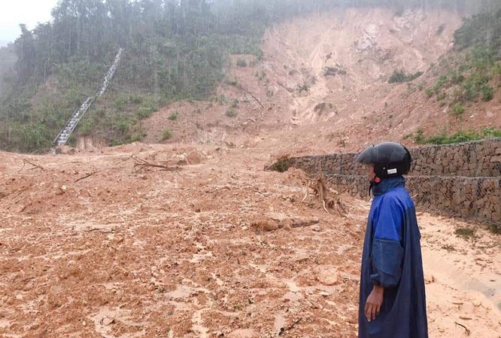 Trời mưa khiến công tác tìm kiếm 3 nạn nhân hiện còn mất tích tại Hướng Hiệp đang gặp nhiều khó khăn
