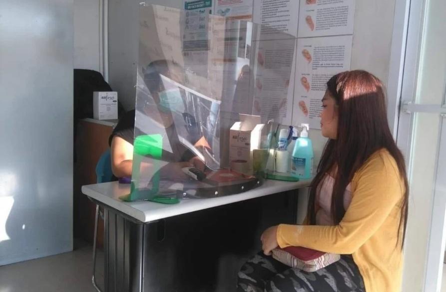 Thai phụ được tư vấn kế hoạch hóa gia đình tại một phòng khám Likhaan ở Manila.