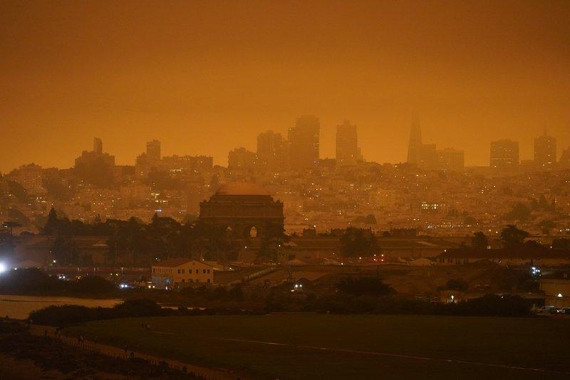 AP đưa ra thông tin đáng báo động về tác hại của cháy rừng đối với sức khỏe các cộng đồng dân cư ở 5 tiểu bang miền Tây nước Mỹ - Ảnh: AP