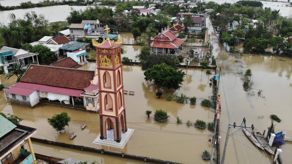 Từ ngày 16-19/10 trên địa bàn tỉnh Quảng Trị  đã tiếp tục xảy ra ngập lụt sâu trên diện rộng ở tất cả các huyện, thị xã, thành phố (trừ huyện đảo Cồn Cỏ), với 54.161 hộ/175.906 người bị ngập lụt, trong đó đã triển khai sơ tán 15.011 hộ/48.498 người