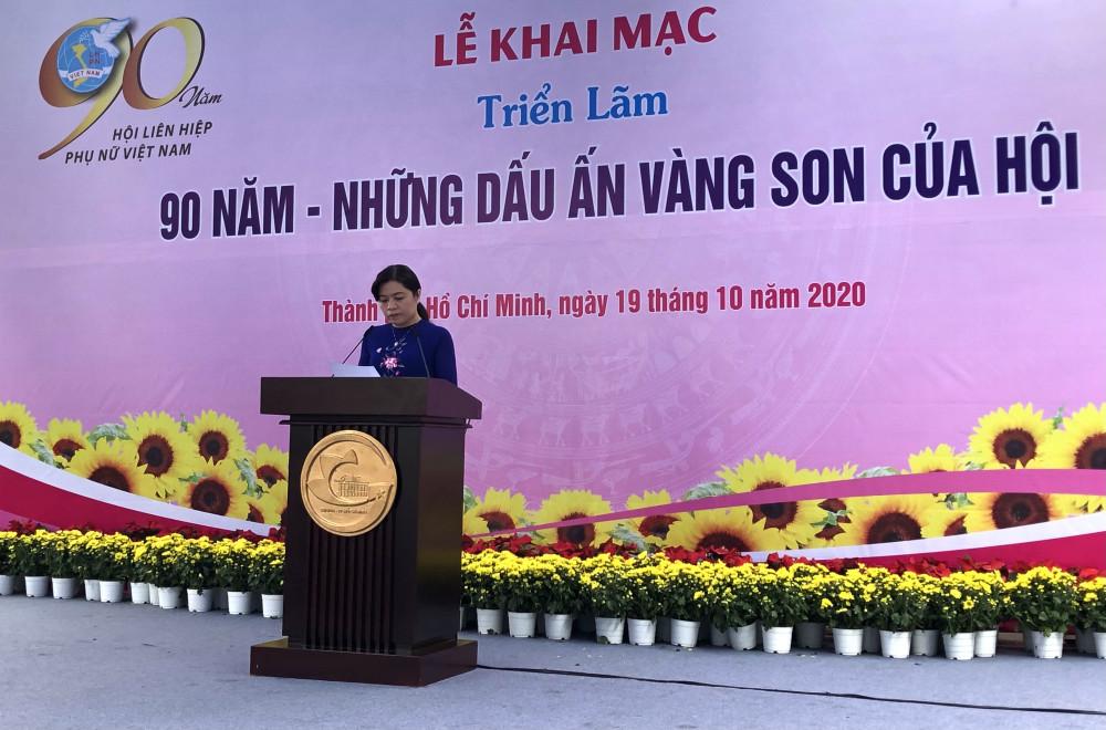 Bà Nguyễn Trần Phượng Trân - Chủ tịch Hội liên hiệp Phụ nữ TP. HCM tại lễ khai mạc triển lãm. Ảnh: Thanh Huyền.