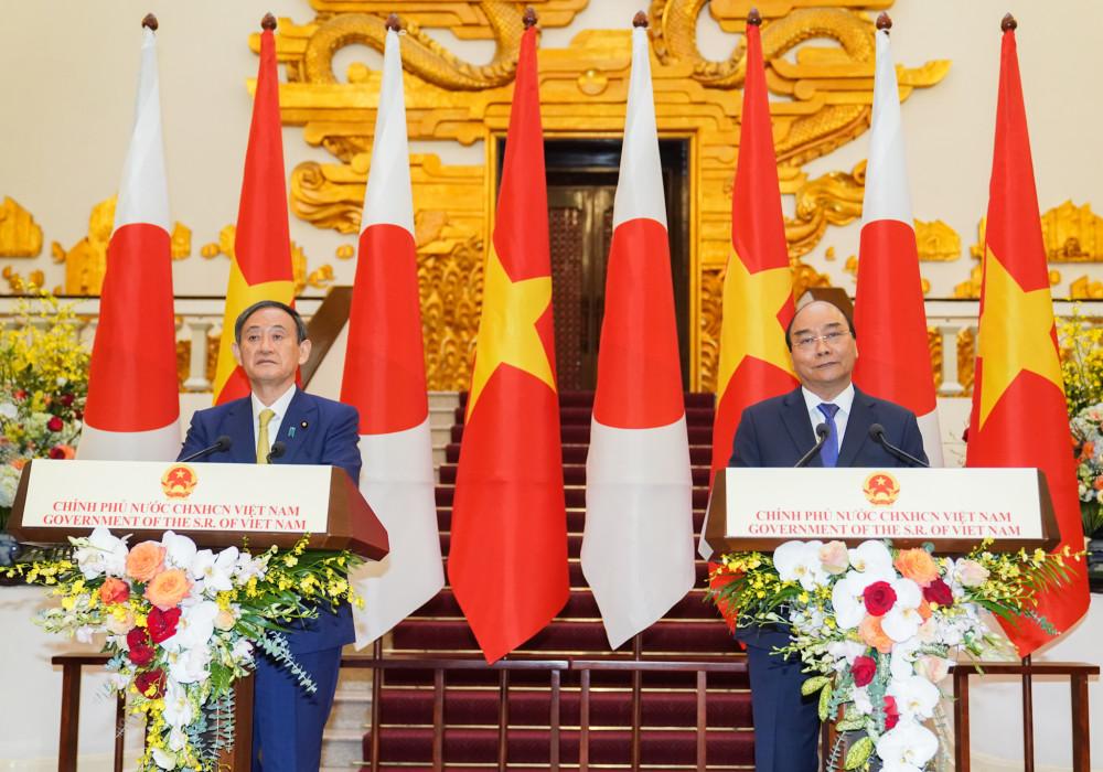 Thủ tướng Nguyễn Xuân Phúc và Thủ tướng Nhật Bản Suga Yoshihide gặp gỡ báo chí - Ảnh: VGP/Quang Hiếu