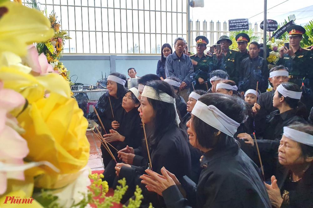 Liệt sĩ Nguyễn Tiến Dũng được đưa về làm lễ viếng tại nhà trước khi được an táng ở Nghĩa trang liệt sĩ huyện Nghi Lộc