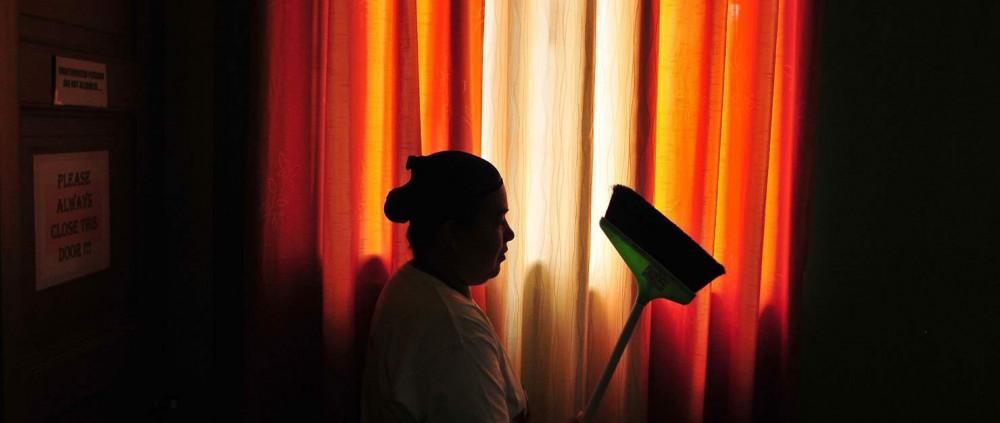 Nữ lao động nhập cư làm nghề giúp việc nhà ở Qatar đang gặp phải những vấn đề như lạm dụng sức lao động và xâm hại về thể chất, tinh thần - Ảnh: Veejay Villafranca/Getty Images