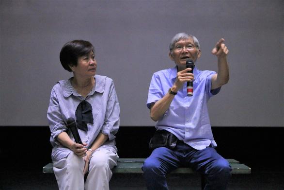 Đạo diễn Hồ Quang Minh (phải) trong buổi giao lưu năm 2018
