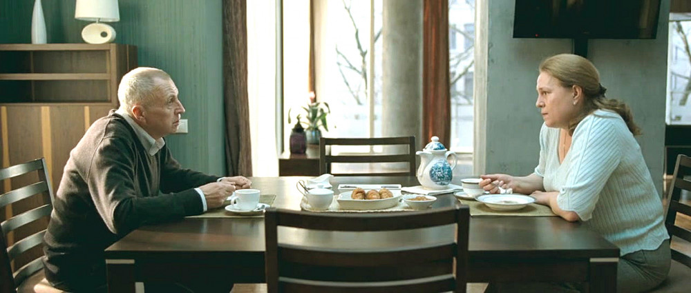 Vladimir (do Andrey Smirnov đóng) và Elena (do Nadezhda Markina đóng) trong phim Elena (2011)