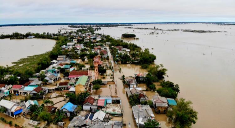 Một vùng ở Quảng Trị bị nước lũ cô lập    Ảnh: Sơn Vinh