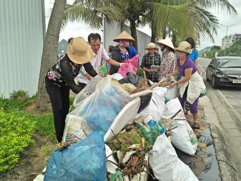 """Hội LHPN TP.Hạ Long tổ chức 60 buổi giám sát """"Ngày chủ nhật xanh"""", góp phần bảo vệ môi trường của thành phố biển du lịch"""