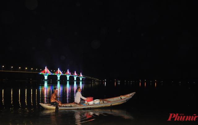 Người dân mong ước sau khi cây cầu khánh thành sẽ giúp phát triển kinh tế địa phương