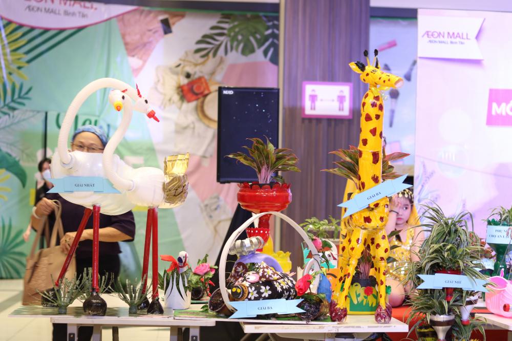Hai sản phẩm đoạt giải nhất, nhì của hội thi lần lượt thuộc về đơn vị Hội LHPN phường Bình Trị Đông B và Hội LHPN phường Bình Trị Đông.