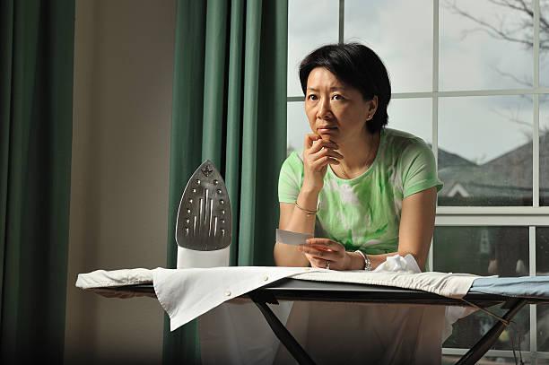 Về hưu, tâm trí bí bách, lại quẩn quanh với mớ công việc nhà khiến nhiều chị em khủng hoảng tâm lý (ảnh minh hoạ)