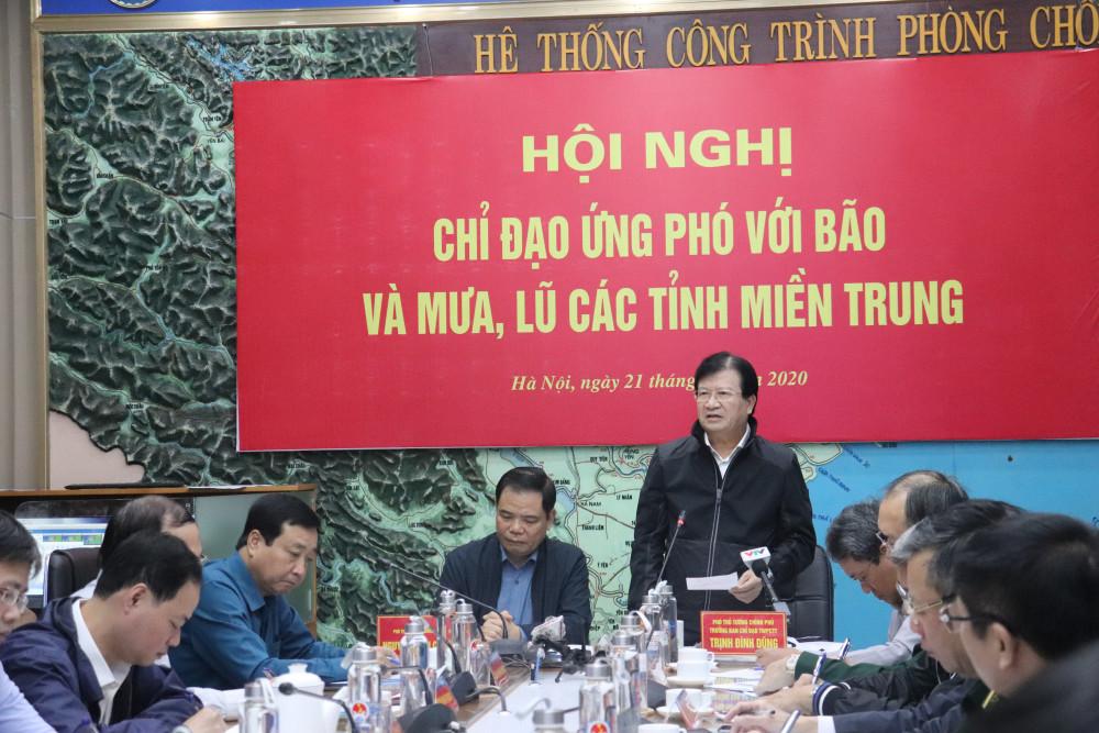 Phó Thủ tướng Trịnh Đình Dũng chỉ đạo tại cuộc họp.