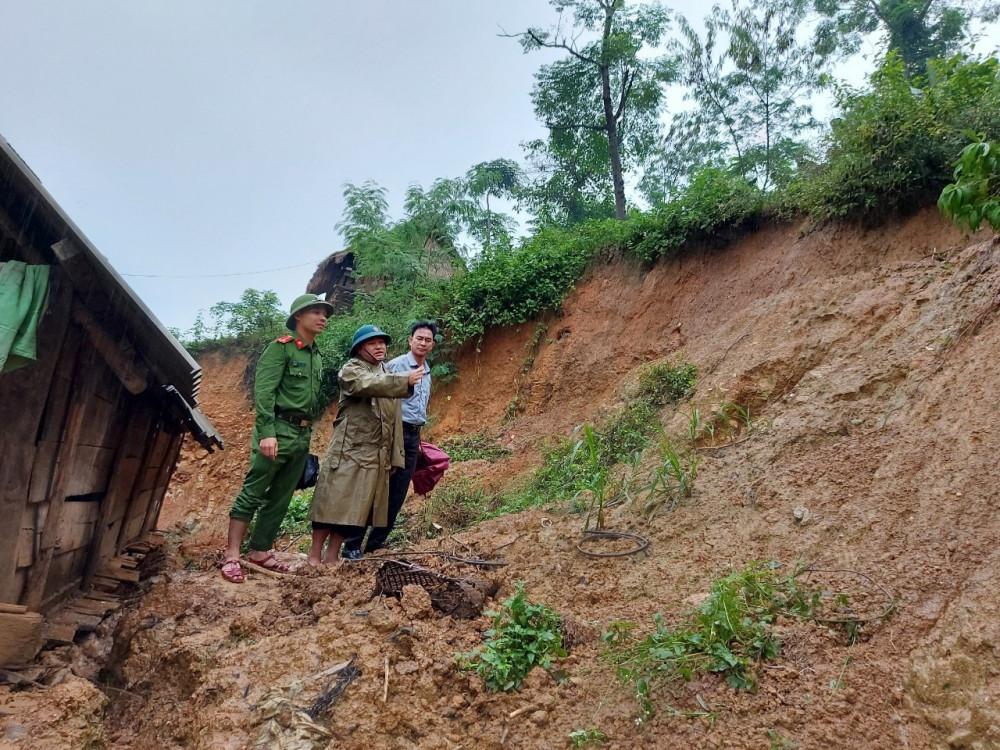Hàng trăm hộ dân ở các xã biên giới Nghệ An được di dời do sợ tình trạng sạt lở đất