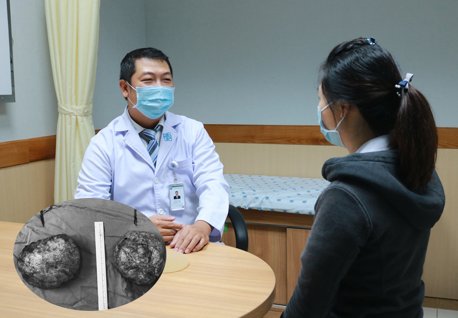 Bác sĩ Thịnh nhắc nhở chị H. trước khi chị xuất viện