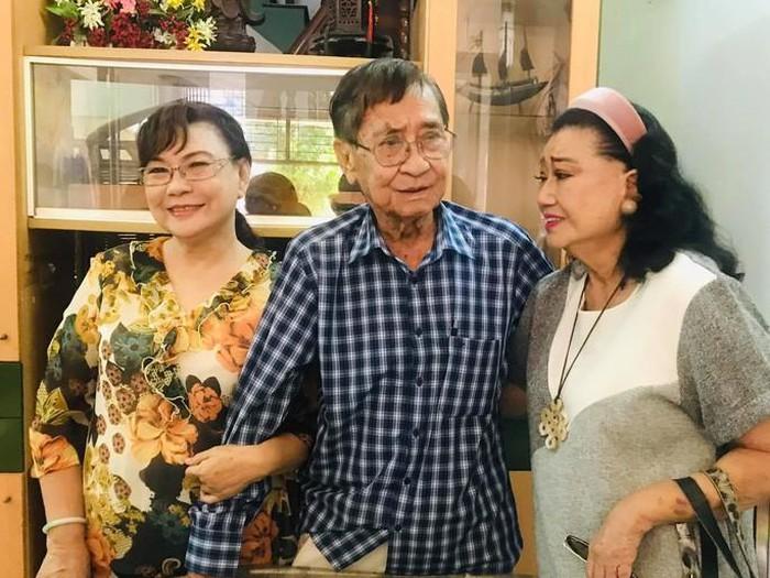 NSND Kim Cương đến thăm vợ chồng nghệ sĩ Nam Hùng và Tô Kim Hồng hồi đầu tháng 9