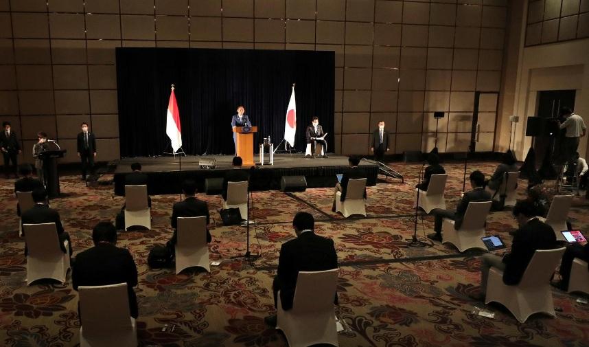 Thủ tướng Suga có buổi họp báo kết thúc chuyến công du nước ngoài đầu tiền tại Jakarta, Indonesia hôm 21/10.