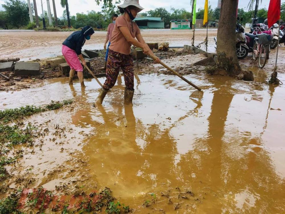 Đến thời điểm hiện tại, các trường ở tỉnh Hà Tĩnh đang tranh thủ mọi thời gian, nước rút đến đâu vệ sinh trường lớp đến đó để sớm ổn định việc tổ chức dạy, học.