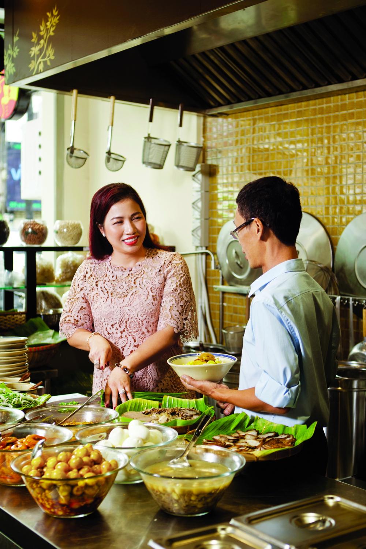 Vợ chồng anh chị gầy dựng chuỗi nhà hàng với bao khó khăn ban đầu