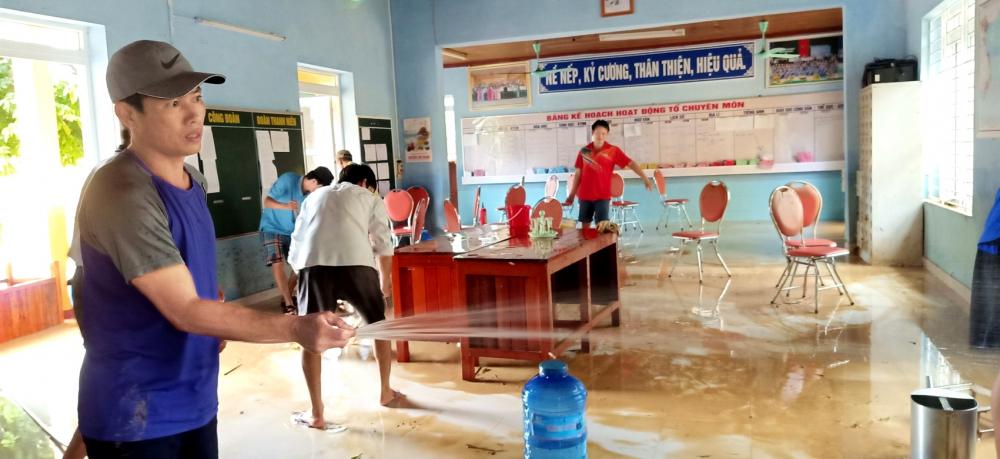 Giáo viên tỉnh Thừa Thiên - Huế đang dọn trường lớp để đón học trò