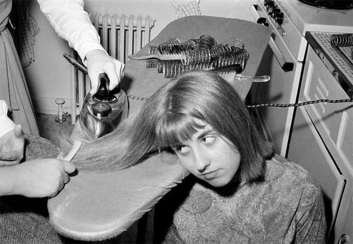 Cách ủi thẳng tóc vào năm 1964.