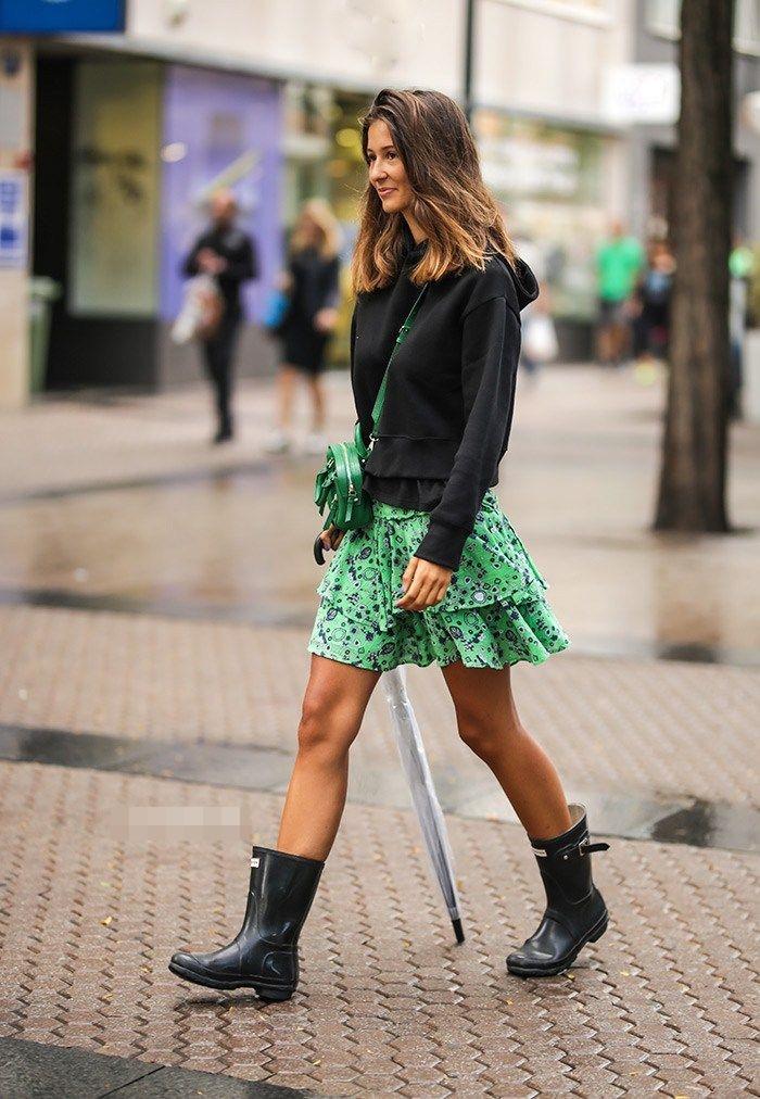 Set đồ chân váy, áo hoodie