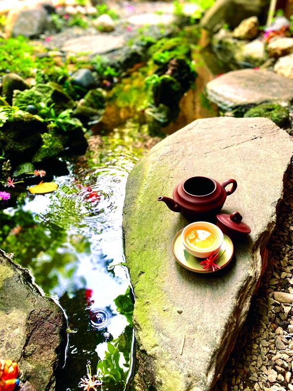 Những tách trà thơm khiến mỗi người được  tĩnh lặng với chính mình