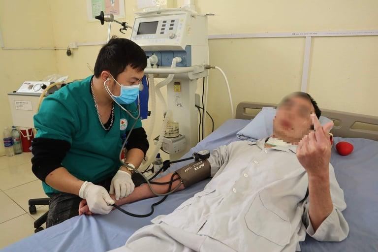 Anh Q. phải nằm viện chạy chữa suốt 12 năm với nhiều lần lọc máu và phải thở máy lâu dài